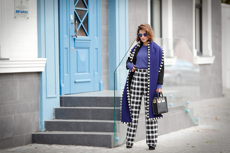 best-mixing-prints-outfits_plaid-trousers-outfit