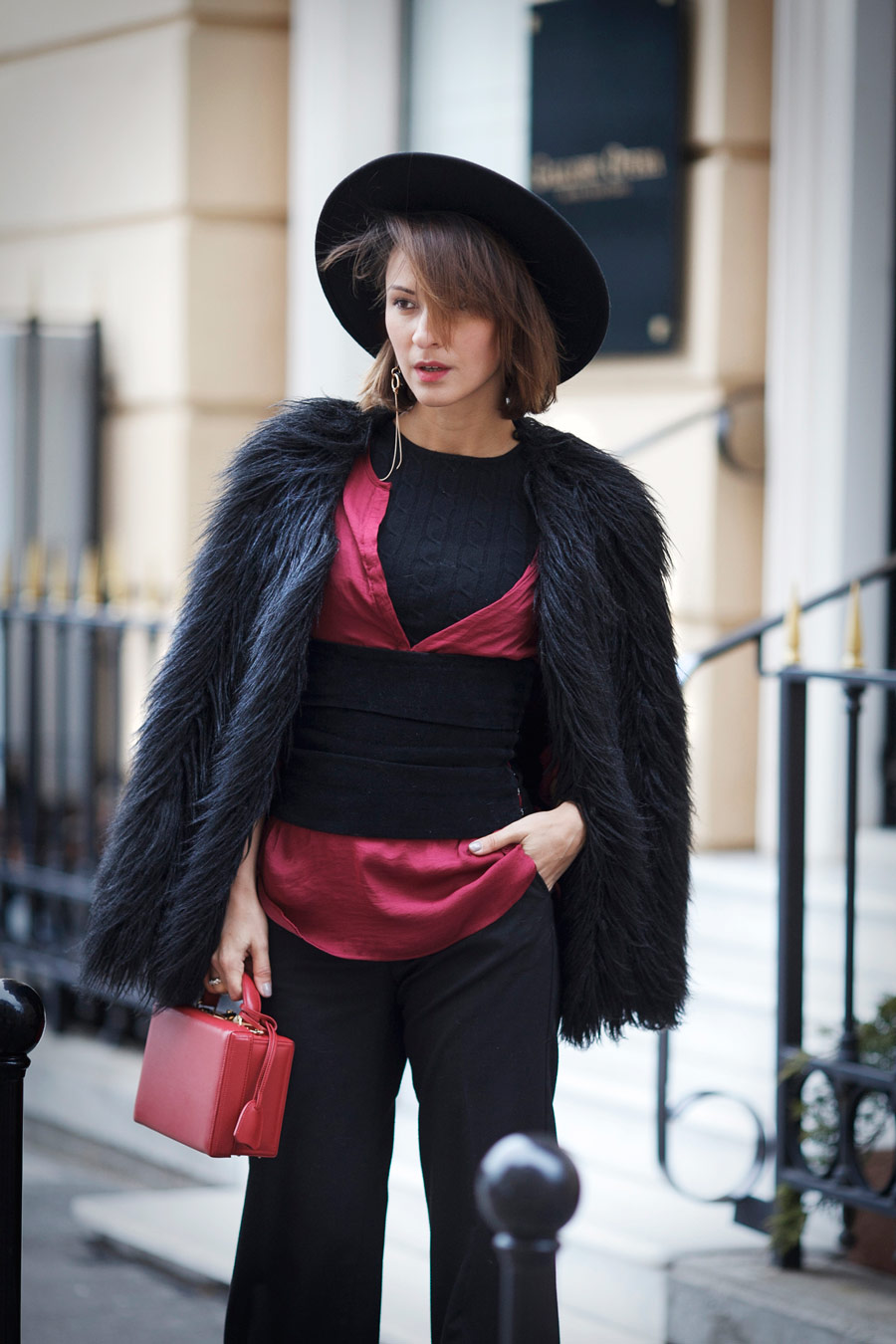 corset trend, street style corset outfit, faux fur coat, faux fur jacket, winter outfit ideas, Ellena Galant Girl,