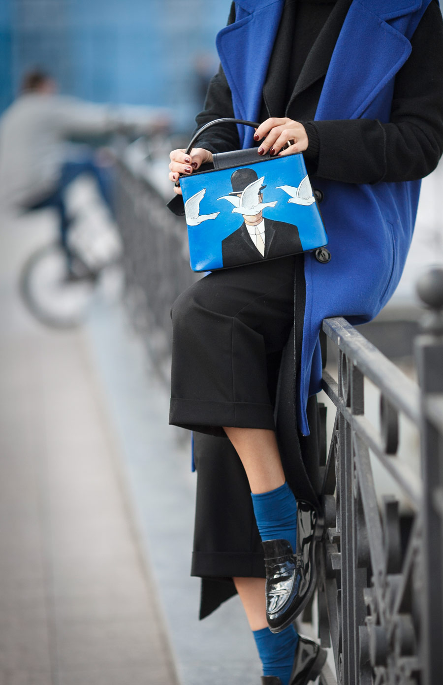 fashion details, blue accents in fashion,
