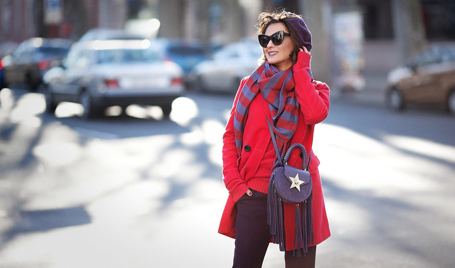 red coat outfit, beret outfit, salar bag outfit, winter street styles,