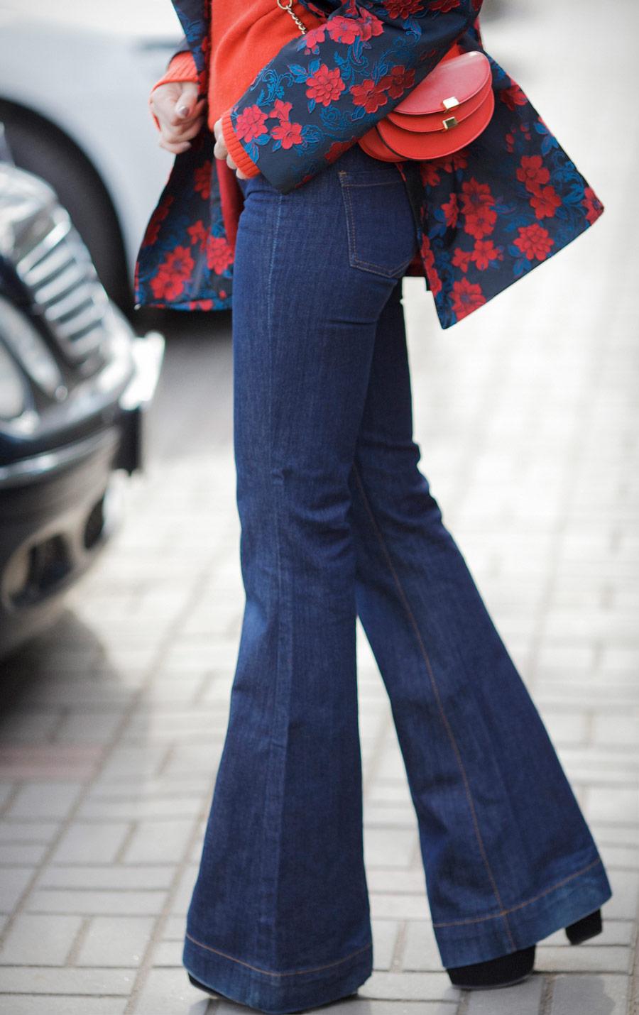 flare jeans street styles