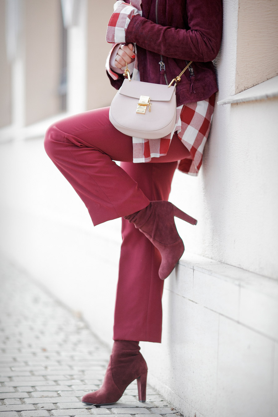 how to wear burgundy, chloe drew bag outfits,