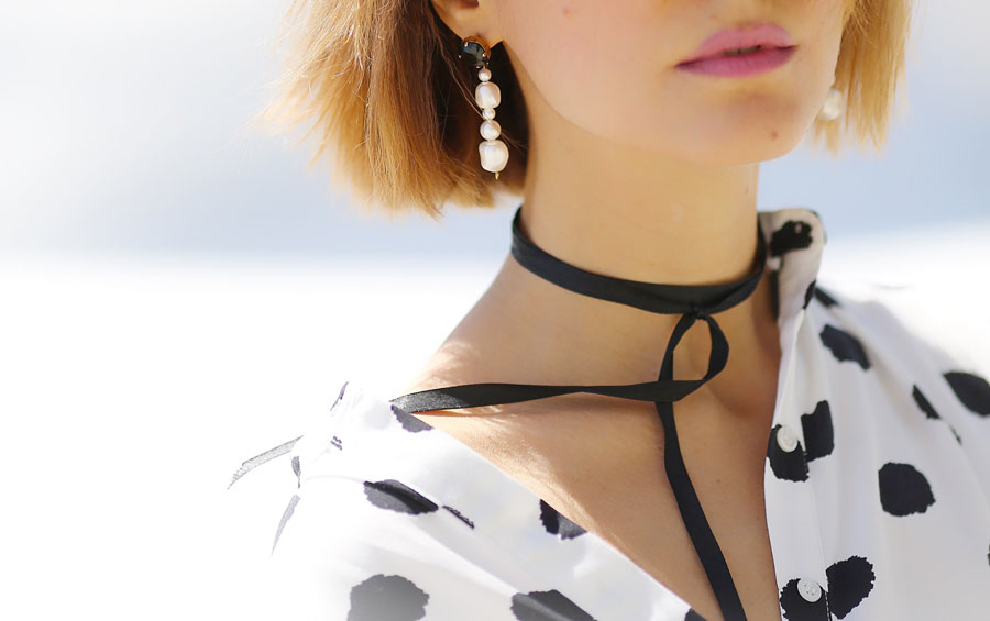 pearl earrings, choker necklace outfits,