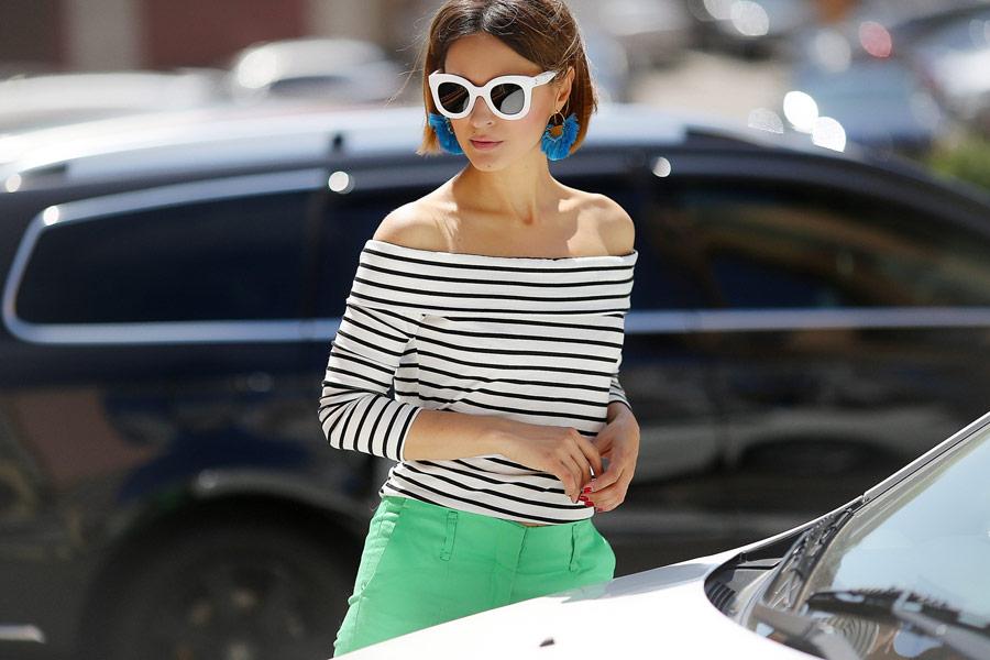 statement earrings outfits, statement сережки образ,