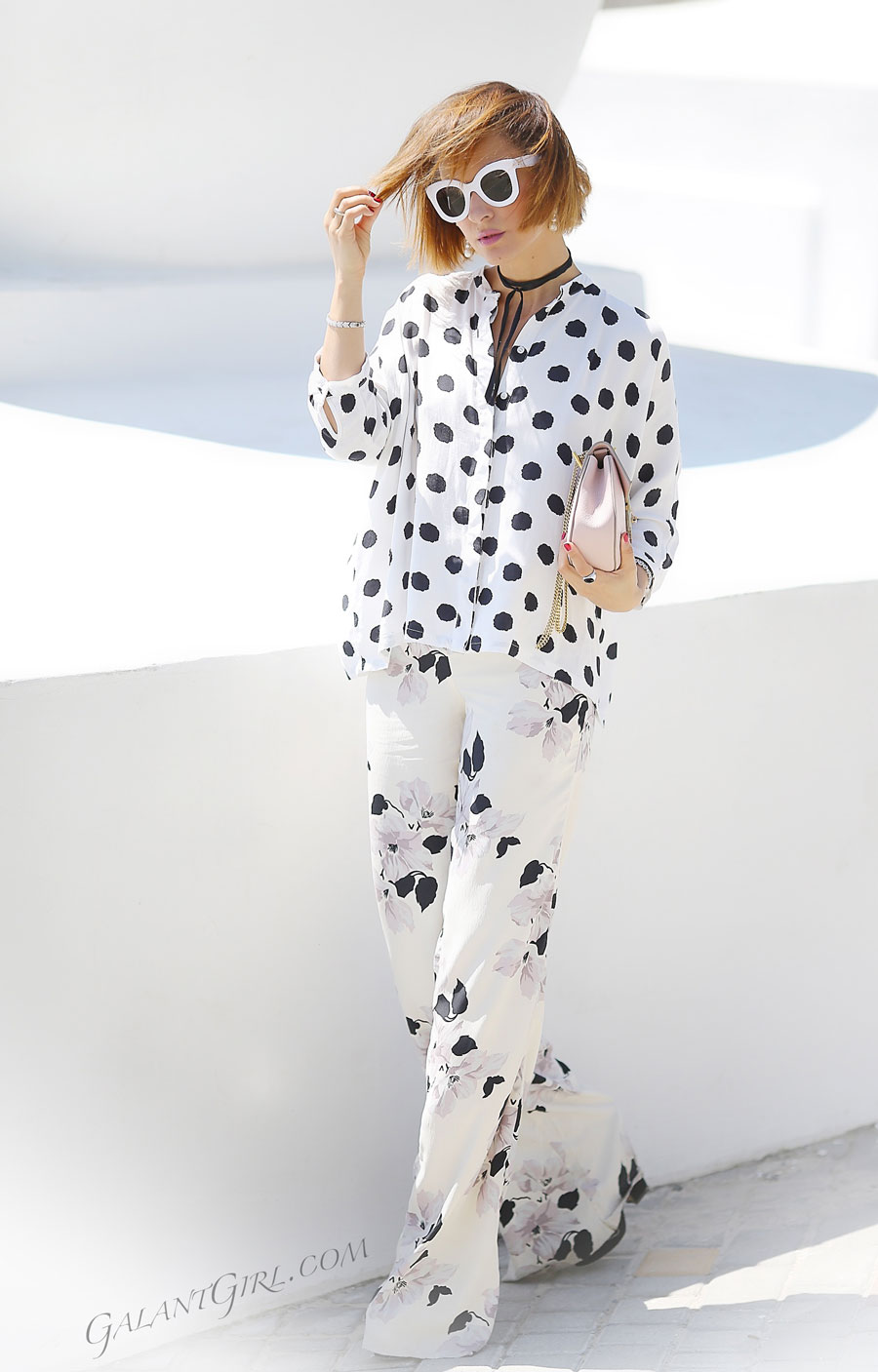 floral pants outfits, mixing prints outfits, summer outfit ideas with mixing prints,