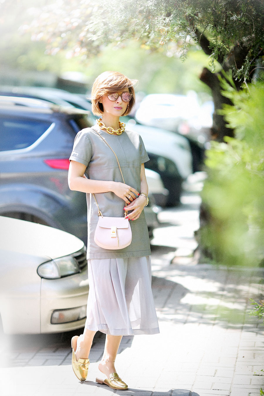 total grey outfit ideas, chloe drew bag outfits, spring outfit ideas,Golden Accessories Outfit,