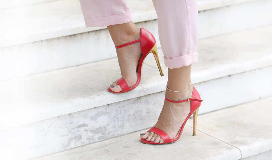 red_heels_on_the_stairs