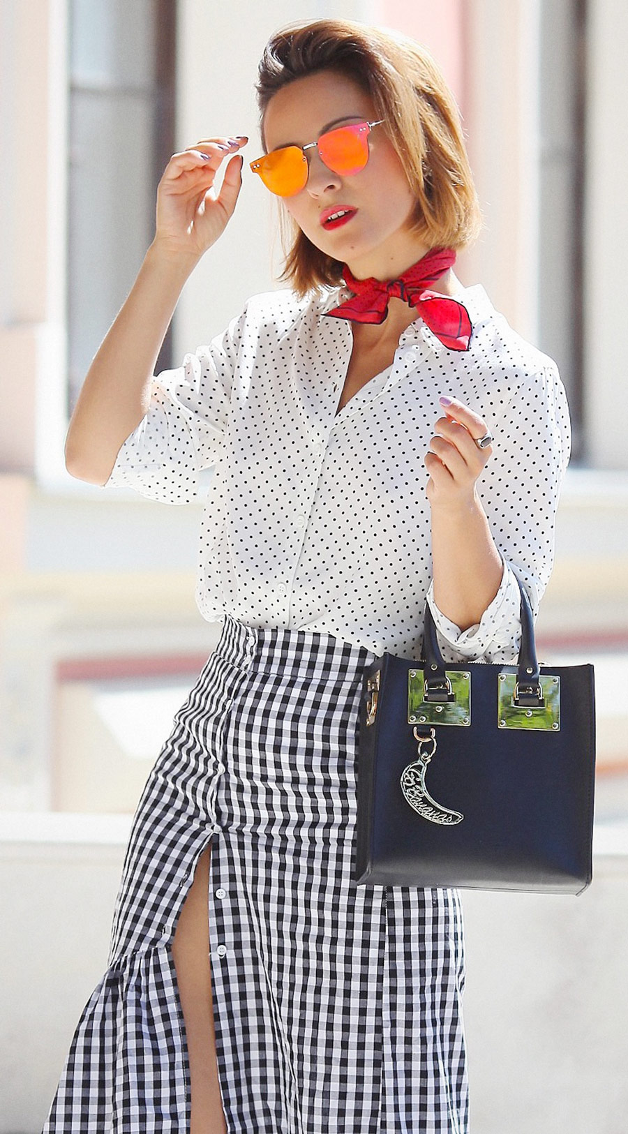 mixing prints outfits, sophie hulme tote outfit, ruffle skirt outfits,