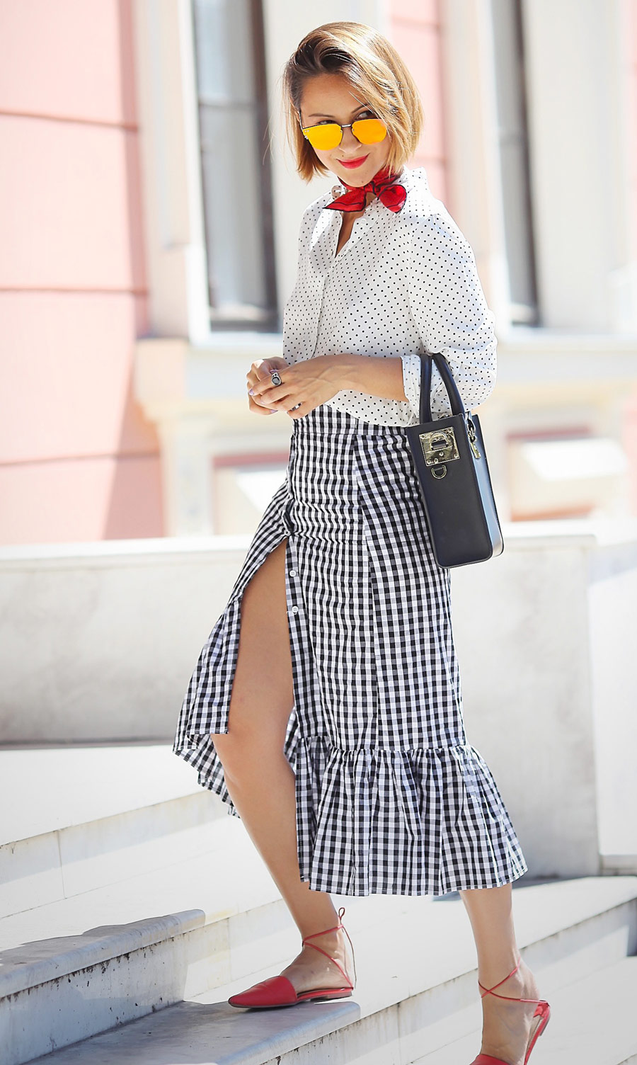 ruffle_skirt_outfit_ideas-mixing_prints_summer_outfits